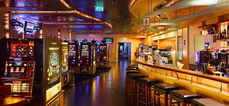 The Best Cocktails to Order at a Casino Bar